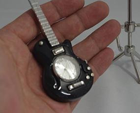 直輸入フランスデザイン、キュートなミニチュア時計「黒いギター」 (EC-PEN3042)