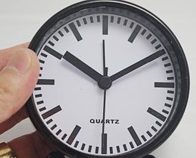 直輸入フランスデザイン、キュートでシンプルな目覚し時計 (EC-REV2403)