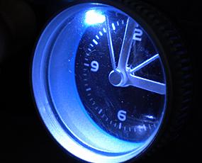 【期間限定割引!】【 国内在庫 即納 】 直輸入 フランスデザイン コンパクトカメラ型目覚し時計 (EC-REV517)