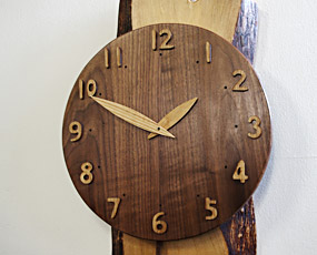 山の時計「大きな木の振り子時計」