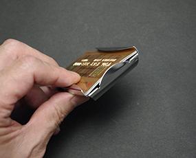 カードもマネーも収納、欧米NO,1マネークリップ (KC-M55Z0017)