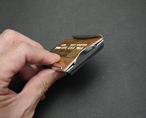 カードもマネーも収納、欧米NO,1マネークリップ (KC-M55Z0021)